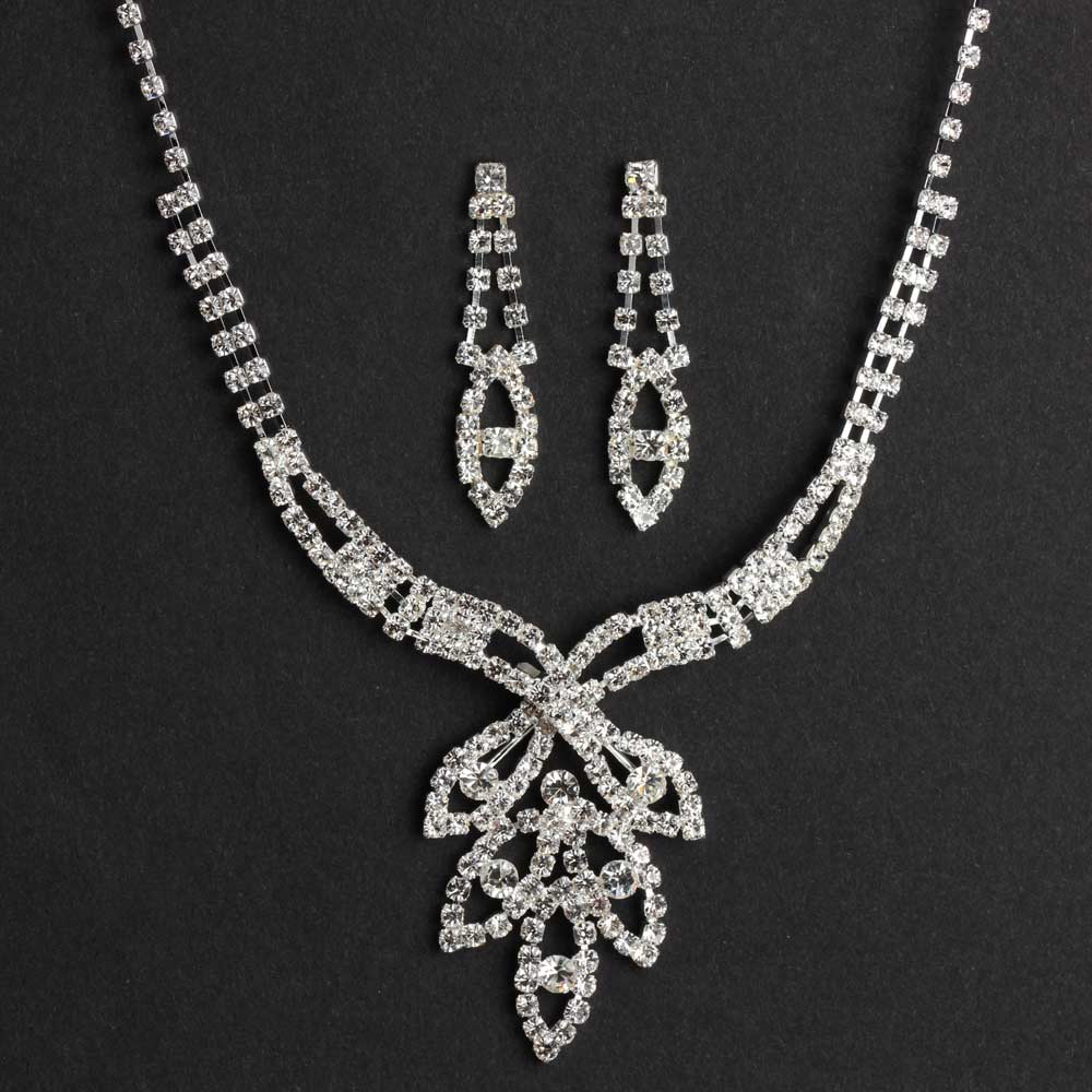 Diamond necklace set with leaf design pendant